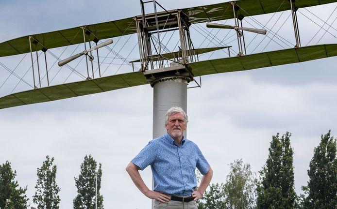 Het allereerste vliegtuig dat ooit opsteeg in Nederland deed dat bij Etten-Leur. Ruim 110 jaar later haalt de lokale heemkring nog steeds informatie naar boven over die eerste vlucht; Arie de Bruin is de specialist als het gaat om dit onderwerp.