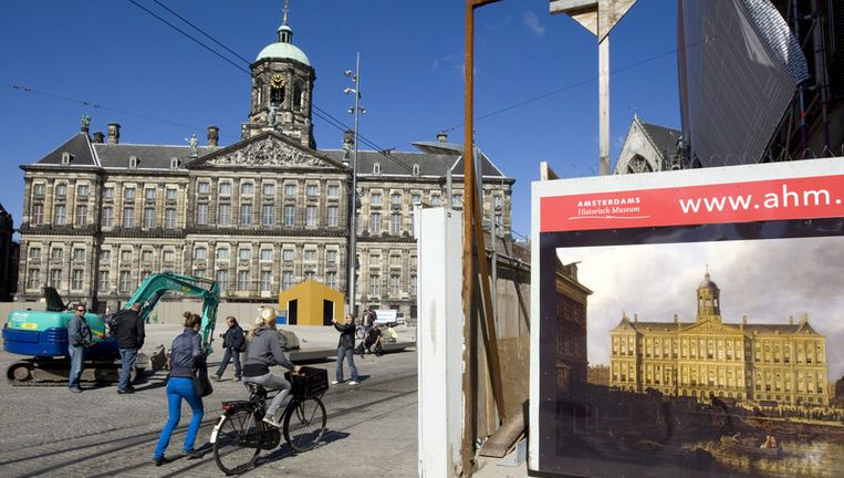 Het besluit de gevels van het tussen 1648 en 1665 gebouwde paleis toch te reinigen is al gevallen, maar de monumentenwereld bleek het daar gisteren niet mee eens te zijn. Foto ANP Beeld