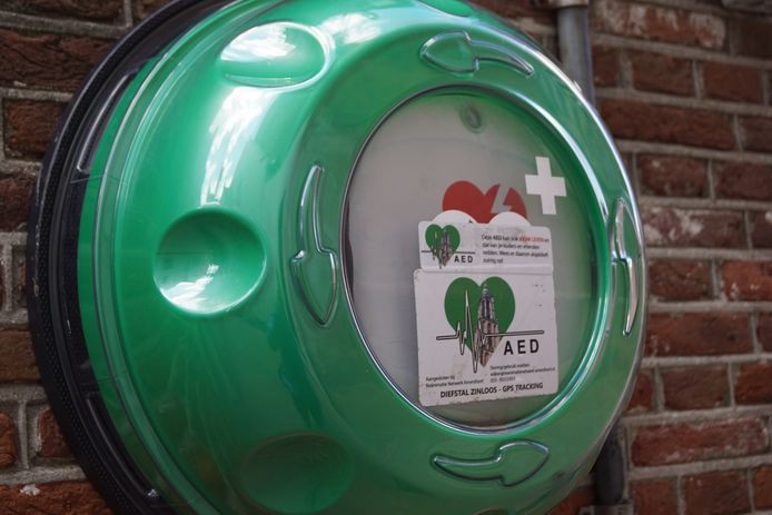 Een openbare AED (automatische externe defibrillator).