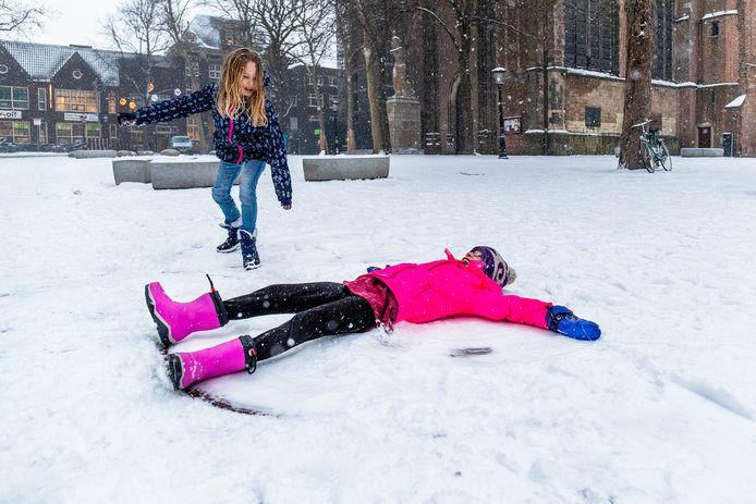 Sneeuwpret op het Domplein in Utrecht, in januari 2019