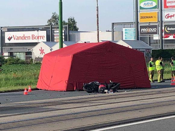 De motorrijder is ter plaatse overleden.