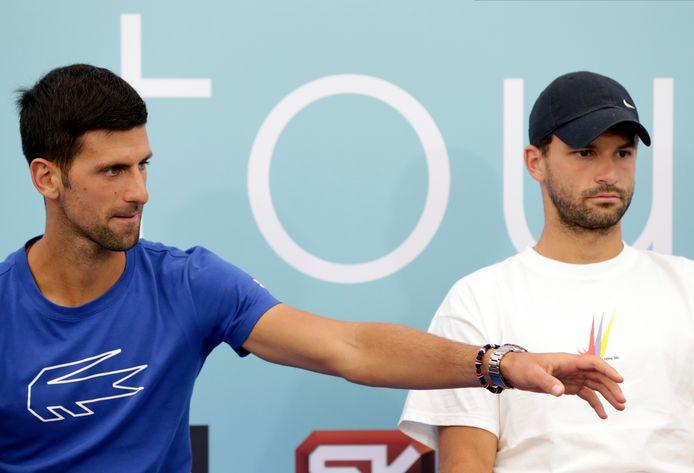 Dimitrov (r) naast Djokovic.