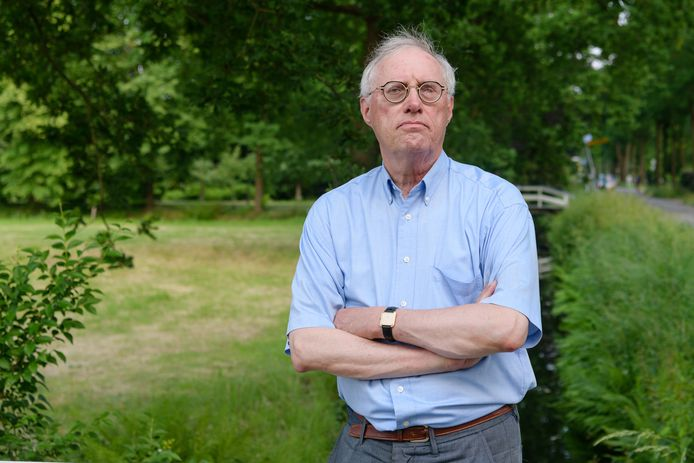Fractievoorzitter Henric De Jong Schouwenburg, voormalig huisarts in Groenekan, van VVD De Bilt.
