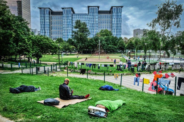 Het Brusselse Maximiliaanpark, waar vluchtelingen en asielzoekers soms kamperen. Beeld Tim Dirven