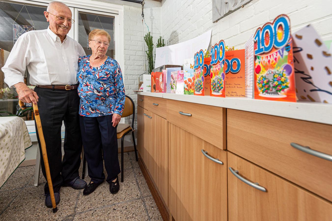 Op haar 100ste verjaardag zonden heel wat lezers van onze krant kaartjes naar Gabriëlla, die toen nog actief was als oudste mantelzorger van het land.