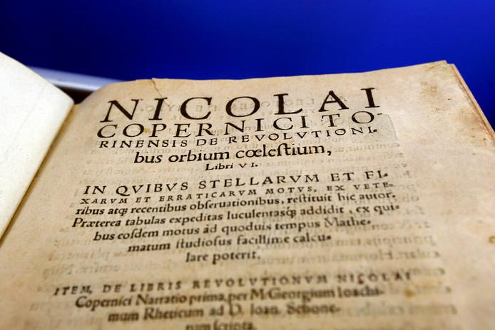 Copernicus' boek De revolutionibus orbium coelestium (Over de omwentelingen van de hemellichamen) uit 1543 wordt beschouwd als een grote gebeurtenis in de wetenschapsgeschiedenis.