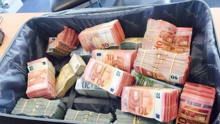 Een koffer met 1 miljoen euro, in beslag genomen bij een drugsbende, die geleid werd door drugsbaas Abdelilah El M.