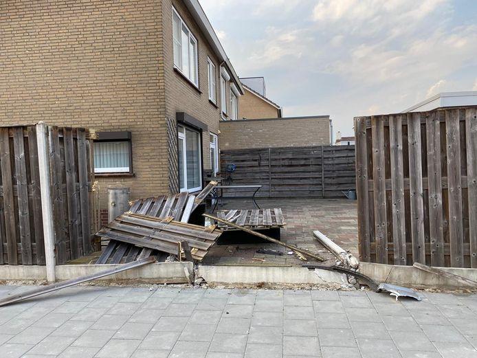 Een dronken automobilist laat een ravage achter in de tuin van Piet Brouwers.