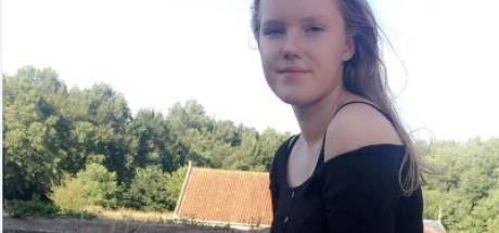 Larissa (17) al meer dan twee weken vermist na vertrek uit Hengelo: 'Mogelijk tegen wil vastgehouden'