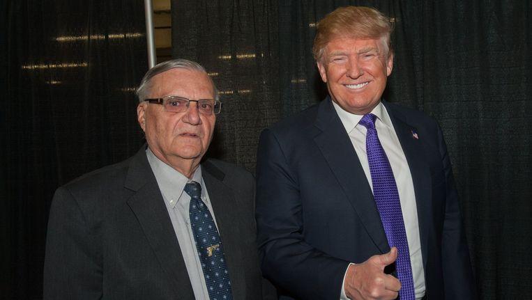 Donald Trump en de voormalige sheriff Joe Arpaio. Beeld photo_news