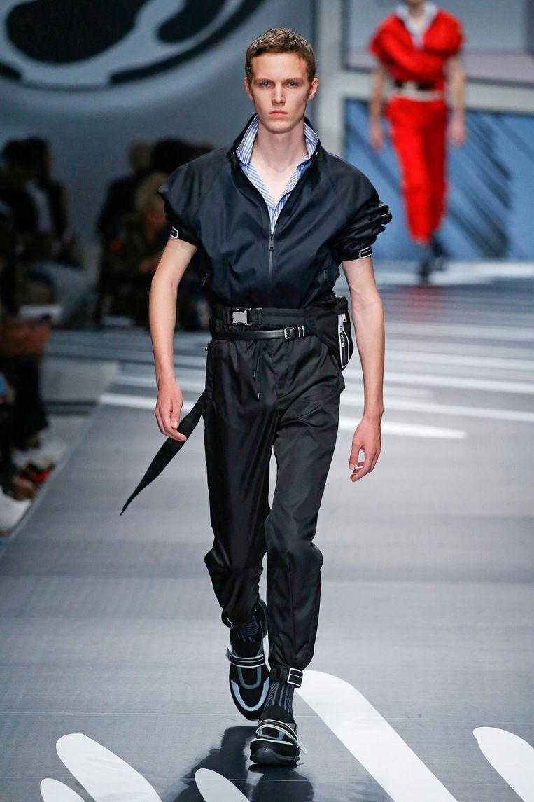 Een model op de catwalk namens Prada. Beeld Peter Stigter.