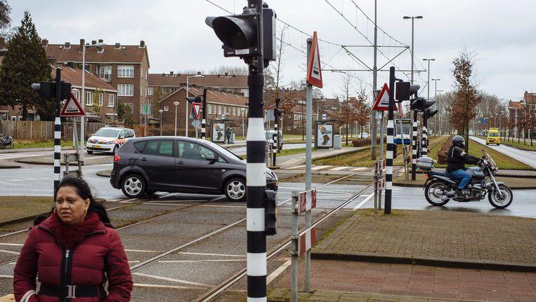 Het kruispunt van de Burgemeester Röellstraat en de Burgemeester van Leeuwenlaan Beeld Marc Driessen