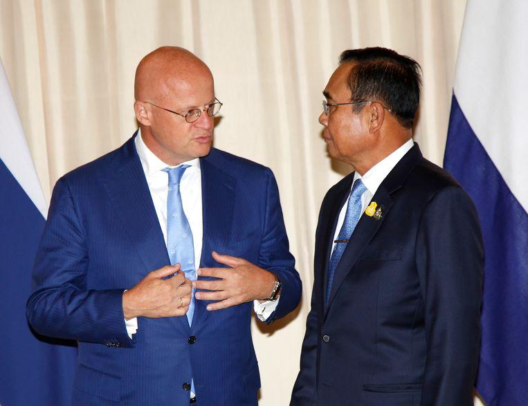 Minister Grapperhaus (Justitie) in gesprek met  zijn Thaise collega. Volgens Grapperhaus wordt er op ambtelijk niveau verder gepraat over een mogelijke terugkeer van Van Laarhoven naar Nederland. Beeld null