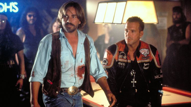 Don Johnson en Mickey Rourke in Harley Davidson and the Marlboro Man van Simon Wincer. Beeld