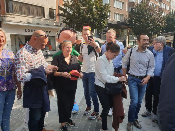 Des représentants de Vooruit se sont déplacés à Charleroi pour l'inauguration de la statue de Gaston Lagaffe à Charleroi
