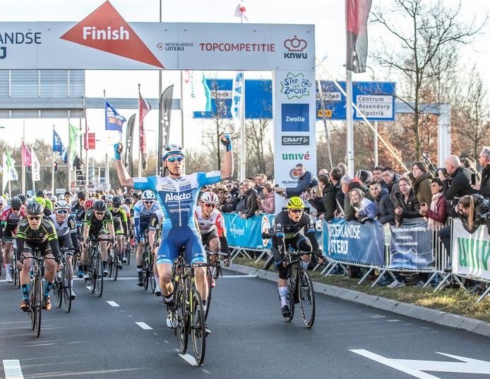 Coen Vermeltfoort wint de Ster van Zwolle en rijdt volgend jaar voor de formatie VolkerWessels-Merckx.