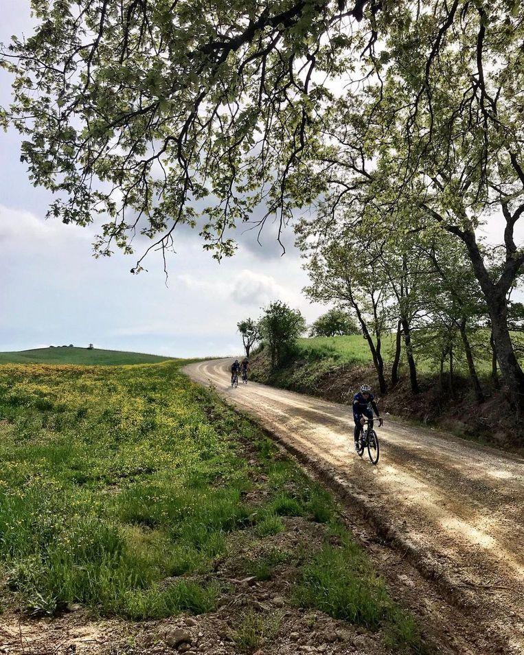 Evenepoel verkent de grindstroken van de etappe naar Montalcino. Beeld Instagram