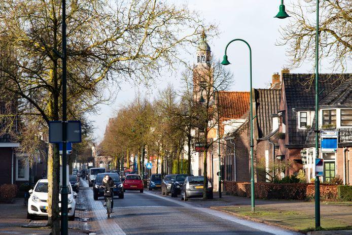 Verkeersdrukte in de dorpsstraat Aarle Rixtel