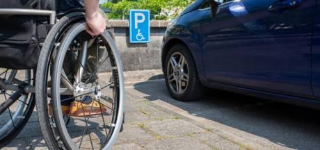 Gehandicapte betaalt voor parkeerkaart in ene Zeeuwse plaats 14 keer zoveel als in andere: 'Deze verschillen zijn schandalig groot'