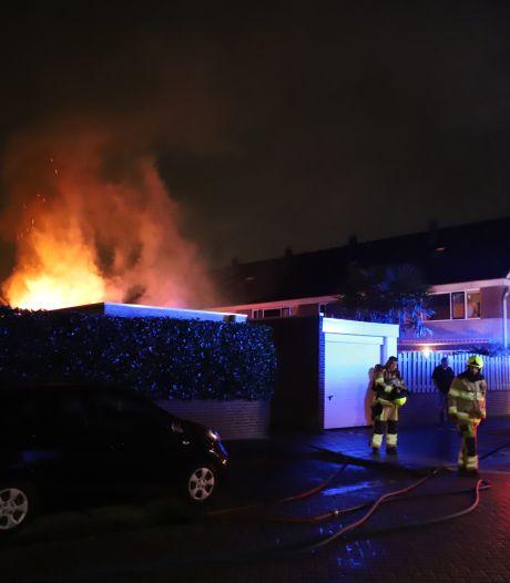 Brandweer heeft vuur snel onder controle maar kan schuurtje niet redden