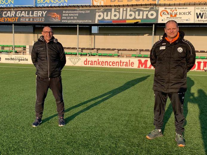 Patrick De Wilde, jeugdvoorzitter van Standaard Denderleeuw, en Johan Hertveldt, TVJO van KVK Ninove, zijn blij met het nieuwe partnerschap.