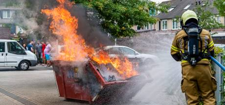 Afvalcontainer in vlammen bij MFA de Dirigent in Tilburg