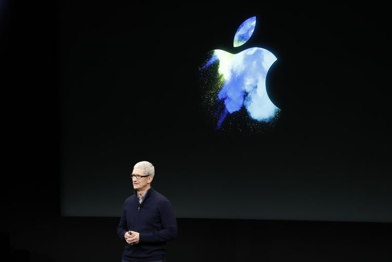 pple CEO Tim Cook speaks on stage during an Apple product launch event on October 27, 2016 in Cupertino, California.  Beeld AFP