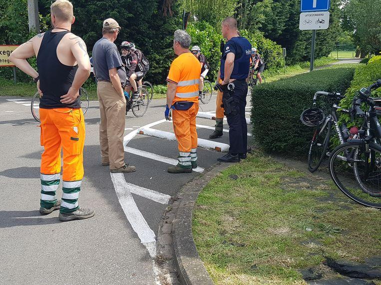 Een 83-jarige wielertoerist raakt kritiek na een ongeval met verkeersremmers in de Zeeweg.