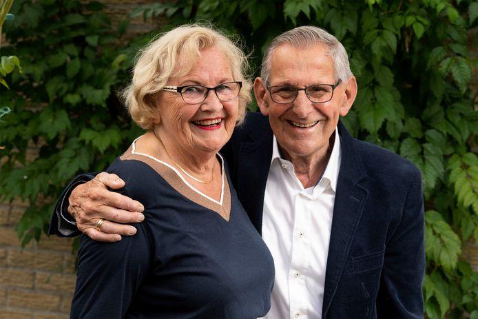 Rens (links) en Koos Witting-Koopman zijn al 60 jaar getrouwd .