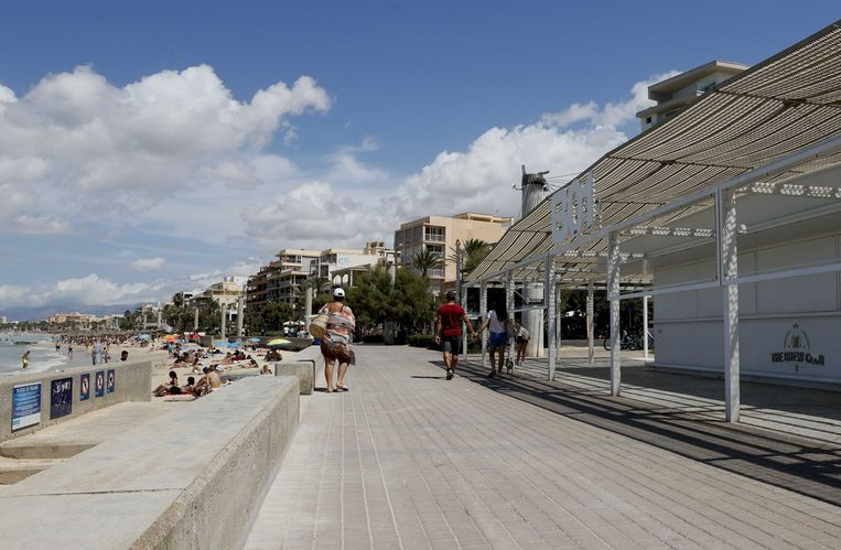 De bar Balneario 1 (B01) in badplaats El Arenal. Bij het café in de badplaats vond een geweldsincident plaats waarbij een 27-jarige man uit Waddinxveen tegen het hoofd werd geschopt en later overleed.  Beeld ANP