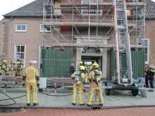 Brandweer snelt toe voor  rook in kerk door oververhitte klok