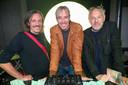 Smos, Sven Van Hees en Jan Van Biesen testen de discobar van Café Capital al even uit.