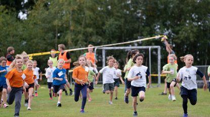 400 lopertjes op scholenveldloop aan Hagelstein