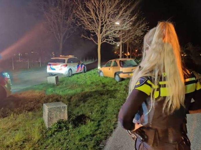 De auto was op hoge snelheid tegen een boom aangereden