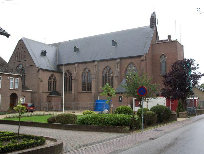 De Martinuskerk in Giesbeek moest het na een bombardement in 1944 jaren zonder kerktoren stellen. Het dorp zette alles op alles om het geld voor de herbouw van de toren bij elkaar te krijgen. Dat lukte. In 2010 werd de toren herbouwd.