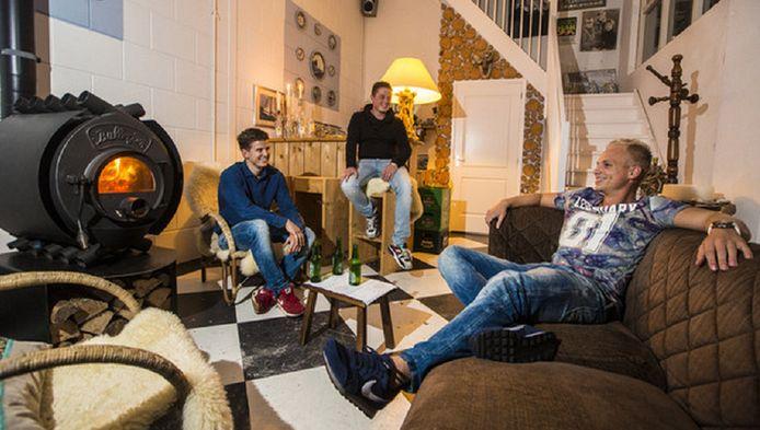Joris, Tristan en Michael (v.l.n.r) hebben het goed voor elkaar in hun 'Tuinhuis'.