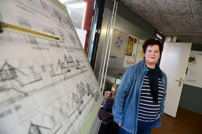 Yvonne Eikenaar in het Piet Blom Museum, dat door corona nu een jaar stilligt.