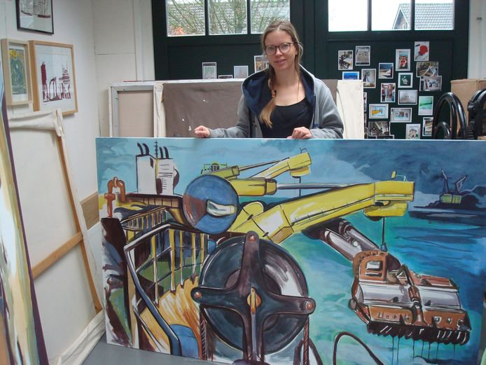 Kunstenares Sietske Koopman in haar atelier.