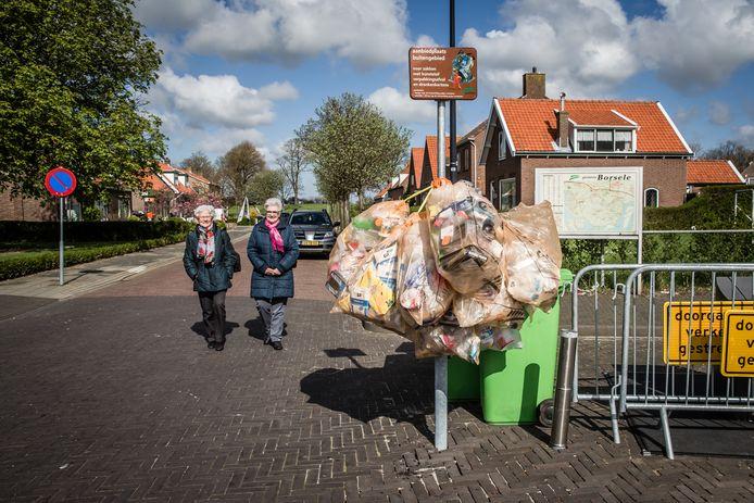 Wapperende zakken met plastic afval zijn in Borsele zijn sinds twee jaar verleden tijd.