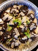 Koekjes, gemaakt van donkere risotto.