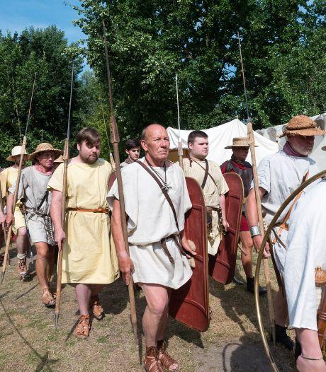 Internationale mix van Romeinse legionairs strijkt neer in Archeon