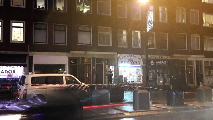 De dode vrouw werd gevonden in een woning op de eerste verdieping aan de Mathenesserweg, boven de tropische winkel Rezayan.