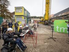 Toekomstige bewoners bewonderen nieuwbouw TMZ in Tubbergen