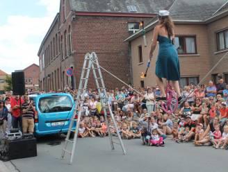 Op zaterdag 21 augustus wordt straattheater Strapatzen georganiseerd in een aangepaste vorm