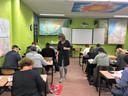 De klas met  vaders en moeders van brugklassers op het Oosterlicht College in Nieuwegein zit vol.