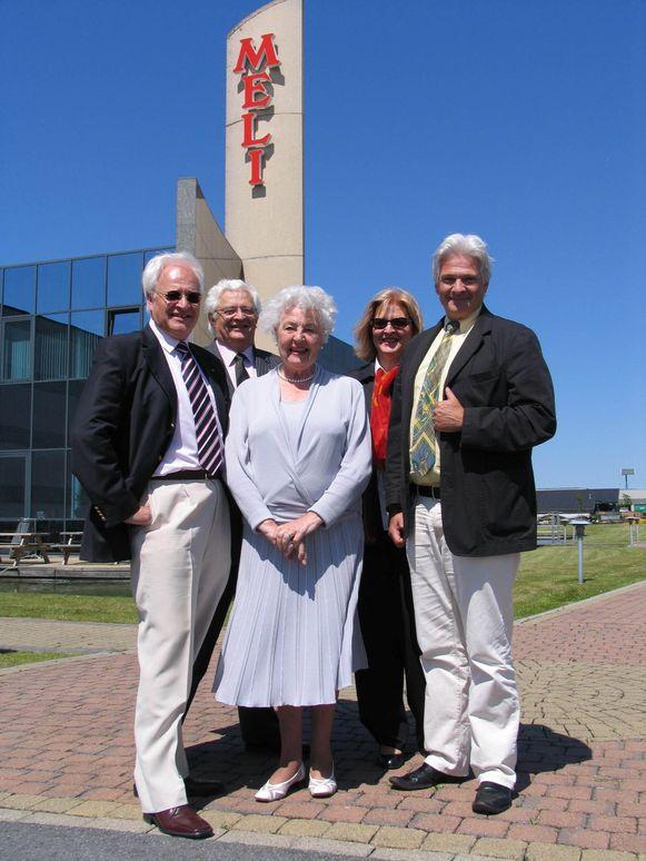 Guy (72), Robert (70), Nicole (60) en Roland (65) Florizoone met mama Marthe Van Doren (93).