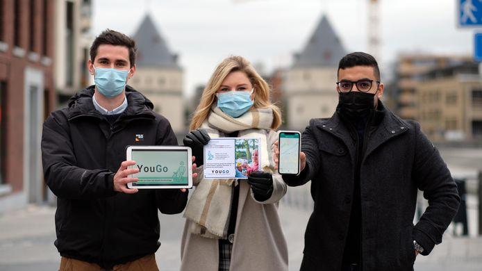 Ruben Vermander, Letitia Dewaele en Yassine Akhayad lanceren YouGo in Kortrijk. Een sociaal buurtkoerier platform.