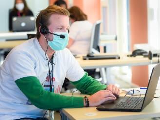 """Callcenter vaccinatiecentrum draait overuren: """"Tot 241 telefoons op een dag"""""""