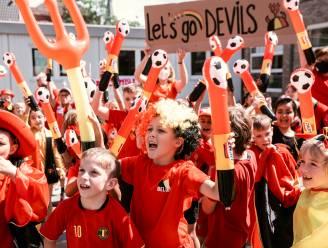 #REDCHALLENGE. Sint-Truiden gaat de uitdaging aan en kleurt helemaal rood: van tricolore dansers tot Belgische frietjes voor de leerlingen