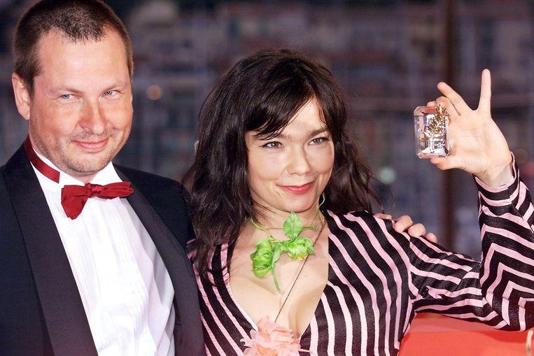 Regisseur Lars von Trier en Björk op het filmfestival van Cannes in 2000, waar 'Dancer in the Dark' de Gouden Palm won. Op de set  verliep het niet zo harmonieus tussen de twee. Beeld AFP